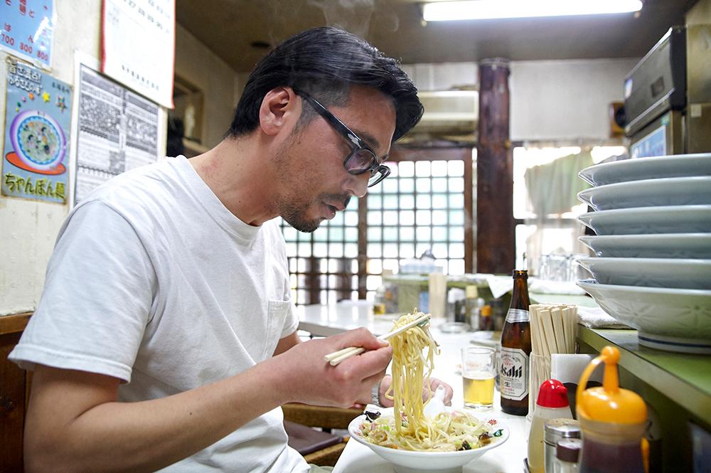 長崎から取り寄せるもちもちの中太麺と濃厚なスープが最高のハーモニーを生み出します。アニ散歩語録を借りれば、「昇天!」というやつです。