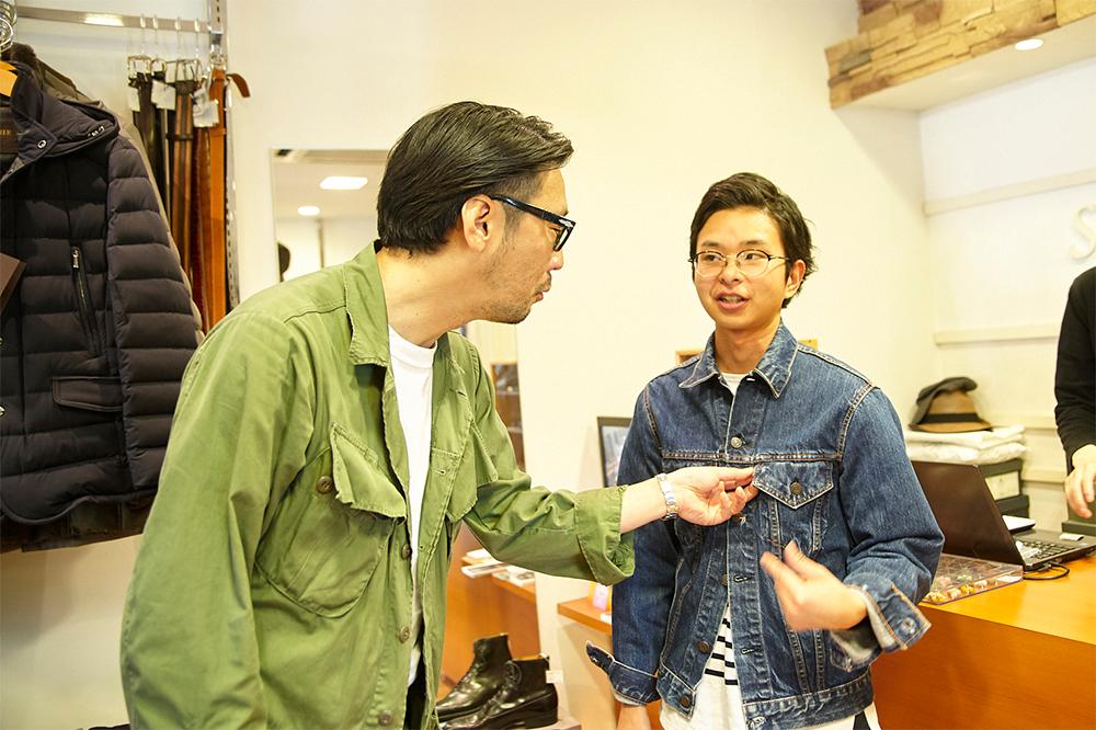 スタッフの村松真季さんが着るGジャンに「これください!」と迫るアニキ。