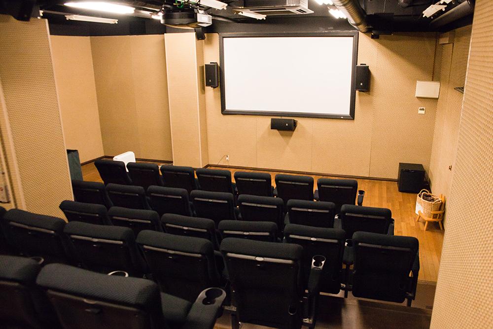座席数は44。全席自由の入れ替え制です。