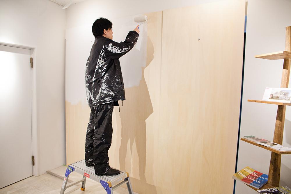 3回展示をしたら壁は塗り直すそう。「ギャラリー運営は意外と肉体労働」と佐藤さん。