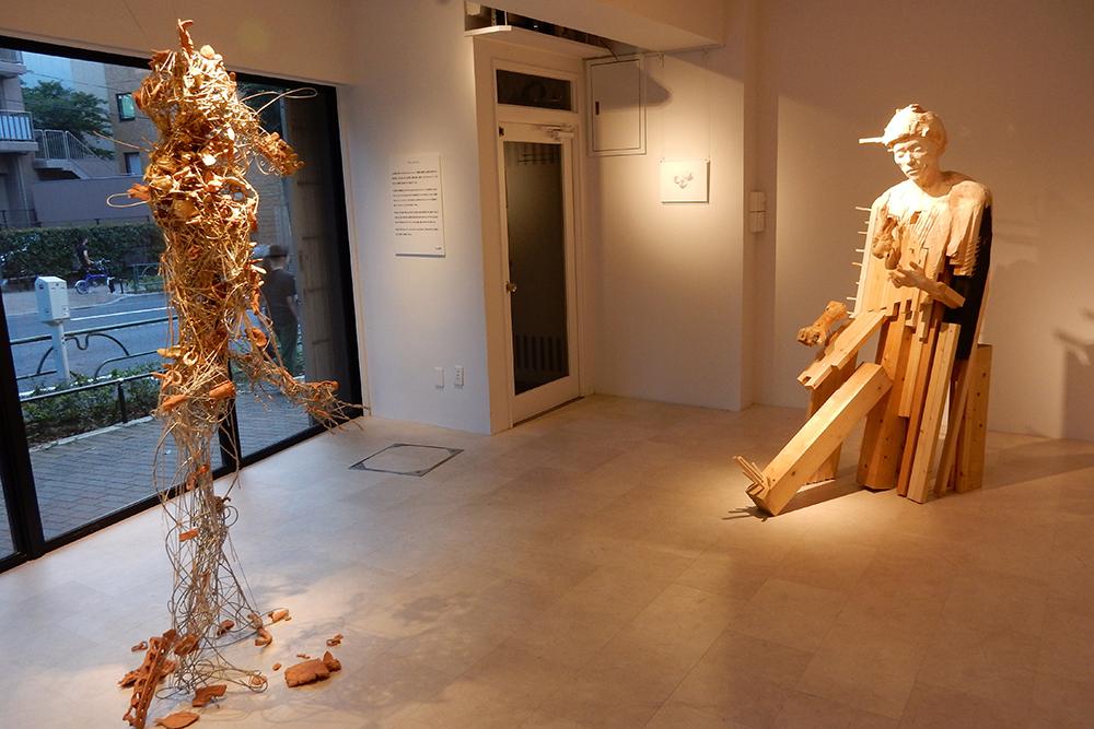 彫刻作品の展示の様子。大型の作品は中杉通りから見ても目立ちます。
