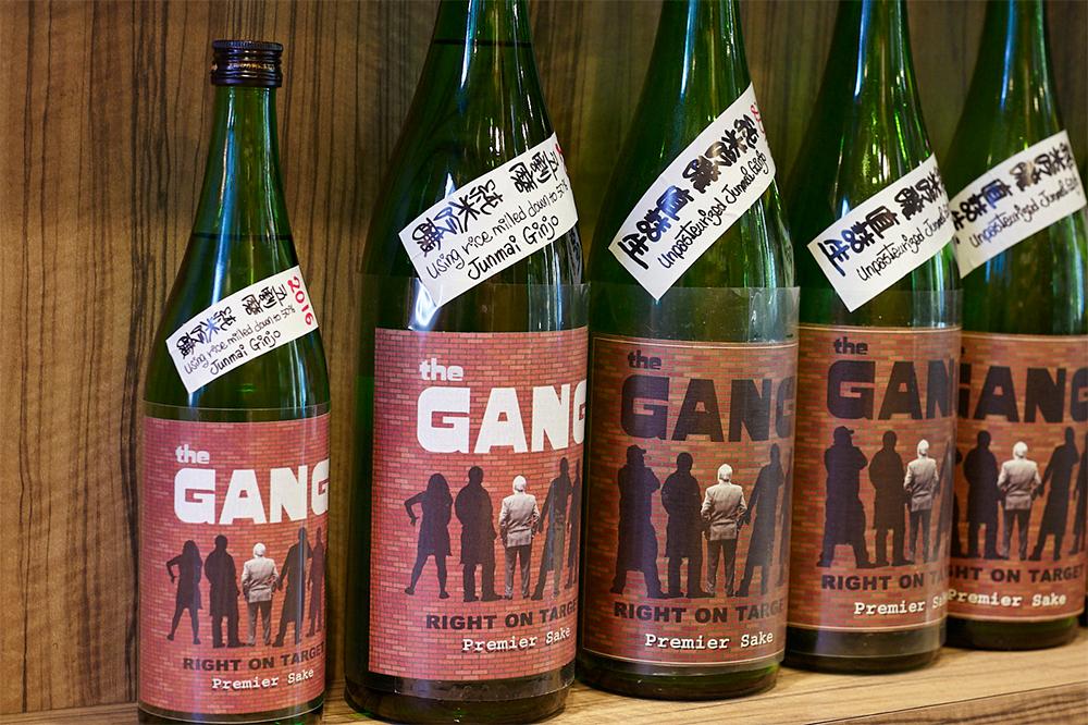 群馬の老舗酒蔵のタンクを借りて製造しているというオリジナルの純米吟醸。このように日本酒の取り扱いにも気合いが入っています。