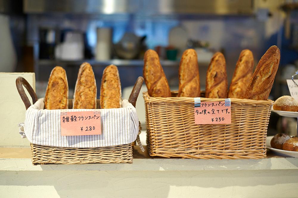 フランスパンに添えられたPOPをお読みください。簡潔なこの一言に村山さんの実直さがよく表れています。