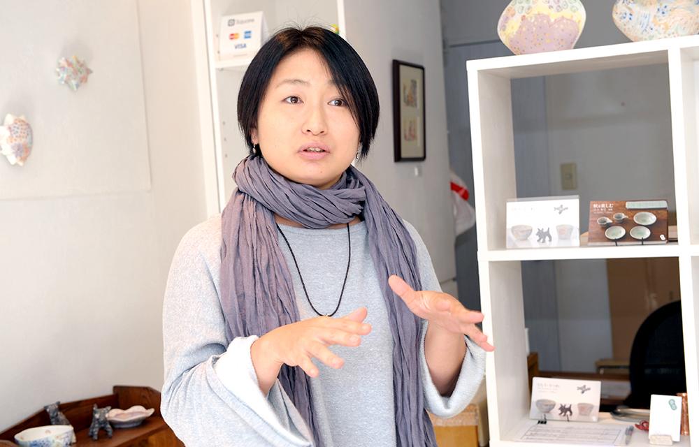 オーナーの小沢さん自身も作家として活動しています。