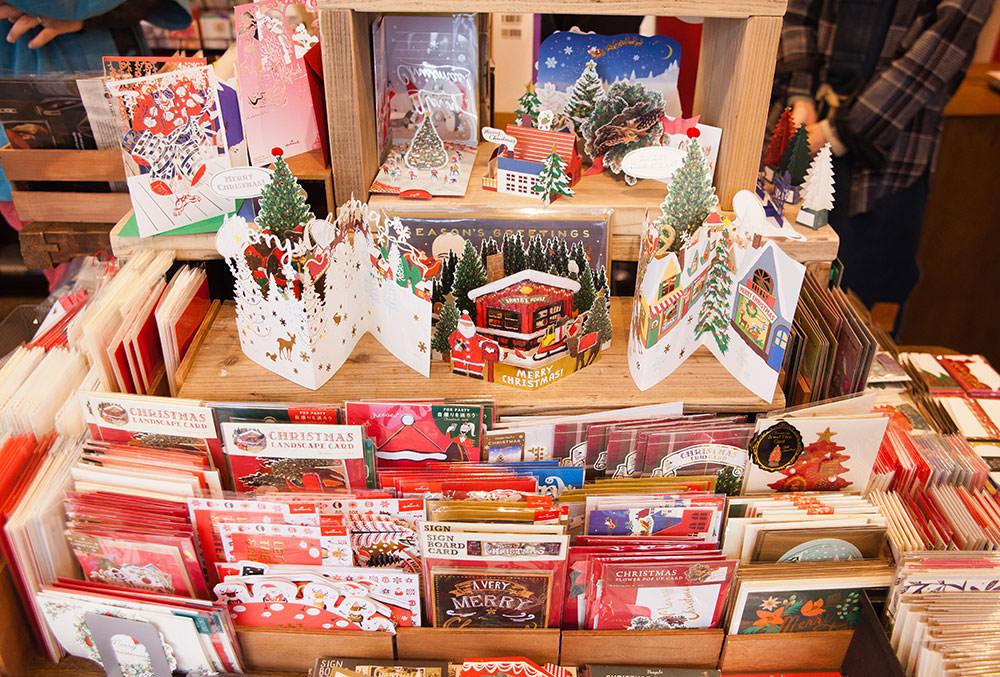 この日はクリスマスをテーマにした紙モノが特集されていました。