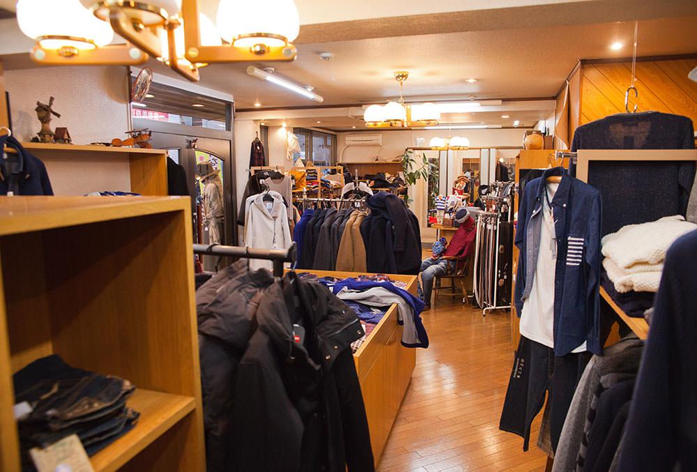「西荻は男物の洋服屋が多くないのでオークランドのようなお店はありがたい」とは奥秋所長の弁。