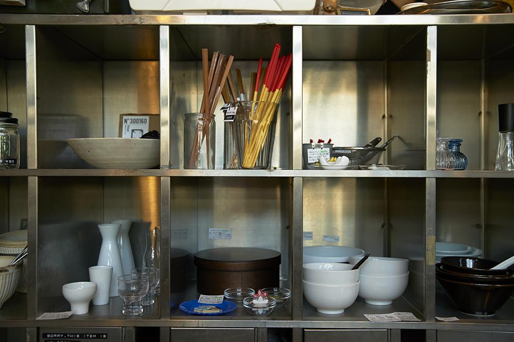 食器やお弁当箱、徳利とおちょこ、箸置きにレンゲ…食にまつわるグッドデザインが揃います。