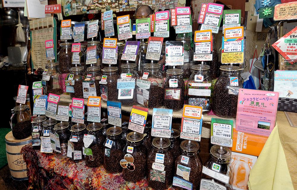 常時40種類のコーヒー豆が並んでいます。