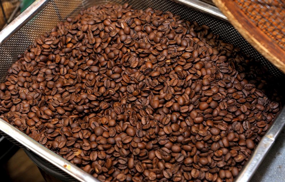 豆を3キロ焼いても商品として並ぶのは1.8キロほど。