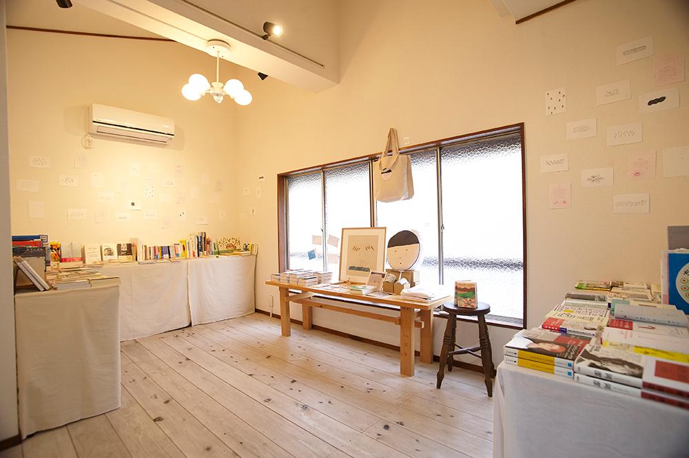 2階のギャラリーでは、ちょうど『365日のほん』で紹介している本の展示販売を行っていました。