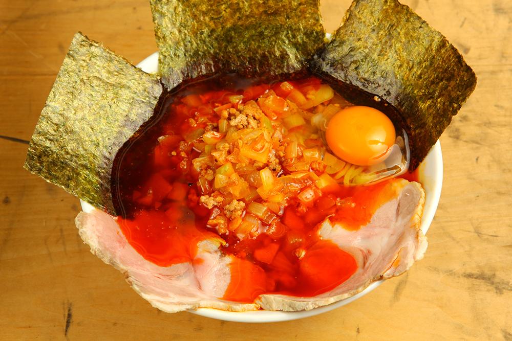 豪華うま具のせ勝浦式タンタン麺(890円)