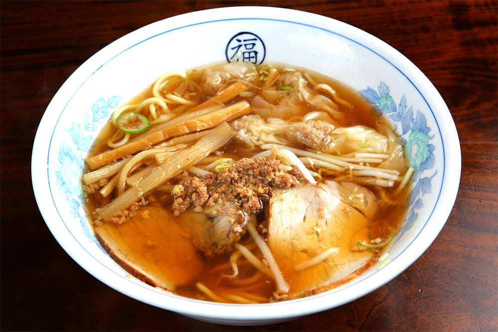 ワンタン麺(770円)