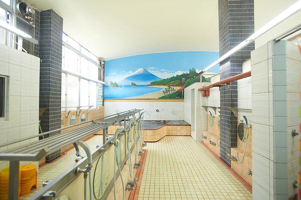 杉並湯の内部、お風呂と洗い場