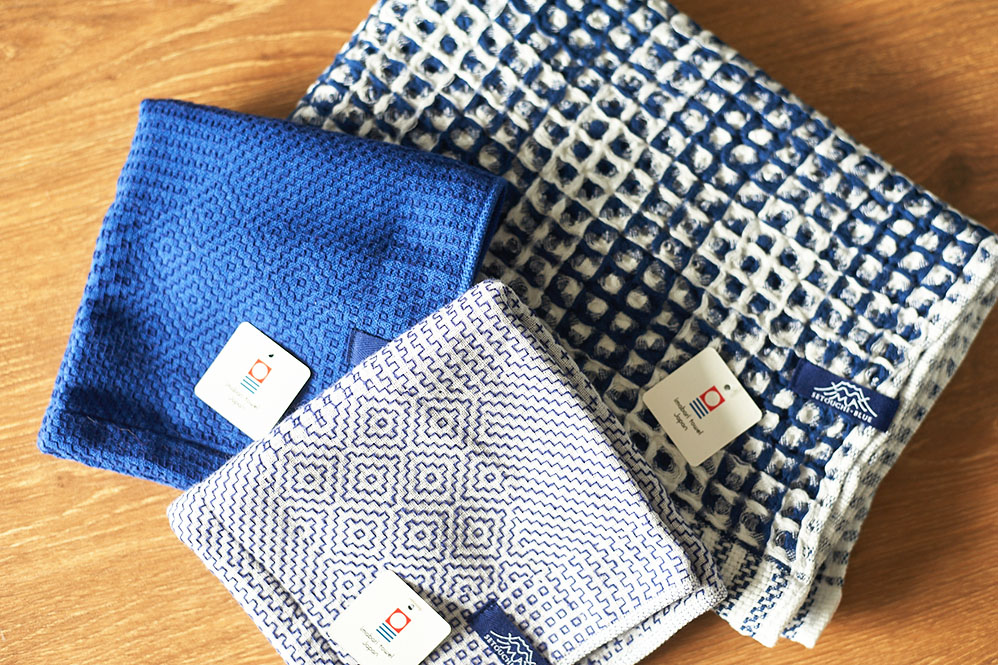 瀬戸内ブルーのバスタオルとタオルハンカチ